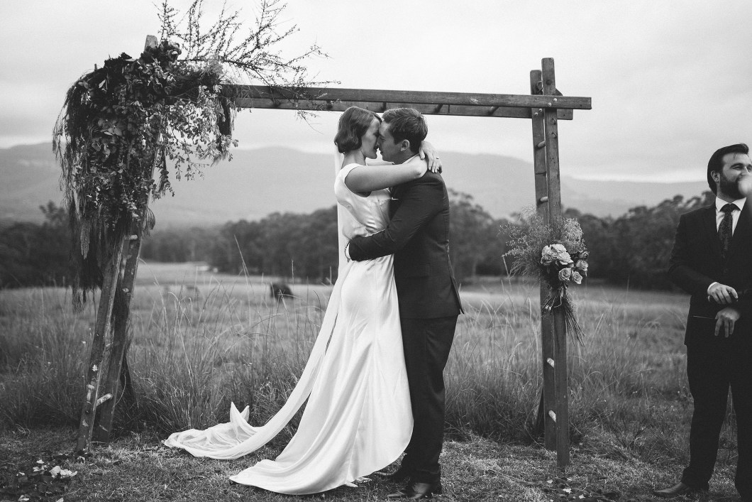 AMAZING KANGAROO VALLEY WEDDING JOHANNA JOHNSON GOWN-10110