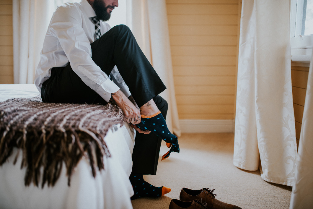 Blue Mountains Wedding groom prep